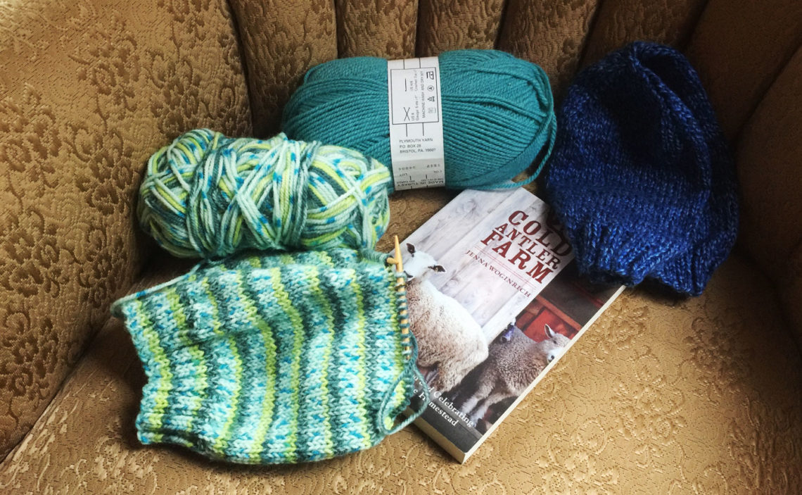 Yarn Along, Nov. 11, 2015 - Little Red Farmstead