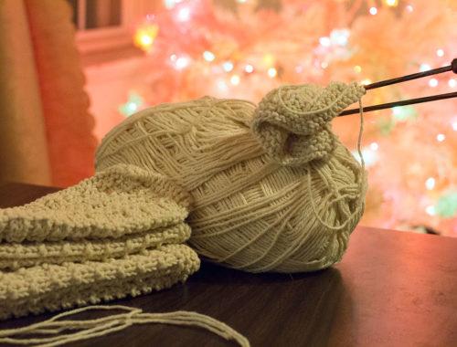Yarn along: dish cloths - Little Red Farmstead